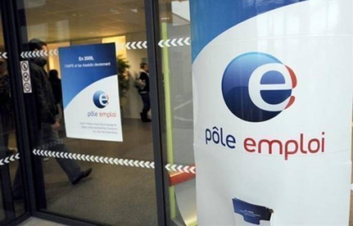 """Le gouvernement mettra en oeuvre """"dès avril"""" le principe du versement d'une prime forfaitaire de 500 euros à tous les chômeurs ayant travaillé deux à quatre mois, l'une des mesures promises la semaine dernière par Nicolas Sarkozy, a annoncé jeudi Matignon. – Denis Charlet AFP/Archives"""