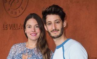 Pierre Niney et sa compagne Natasha Andrews à Roland Garros le 09 juin 2019