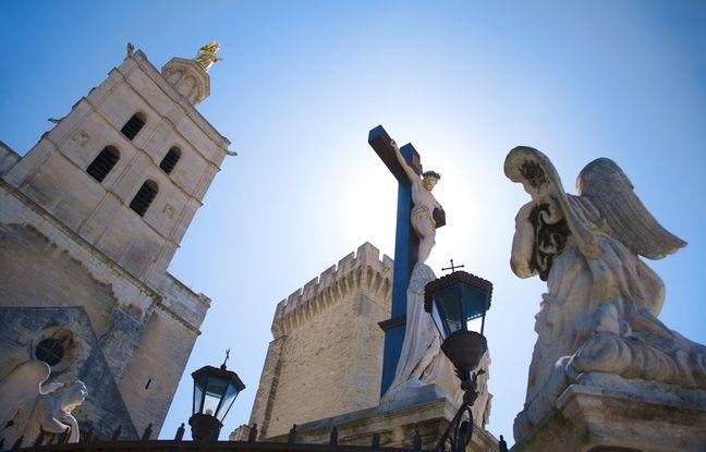 Avignon est un spectacle permanent, que ce soit pour les amateurs d'arts vivants ou pour les férus d'Histoire.