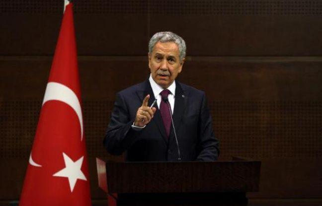 La Turquie a abattu lundi un hélicoptère militaire syrien qui a violé son espace aérien, a déclaré le vice-Premier ministre turc Bülent Arinç.