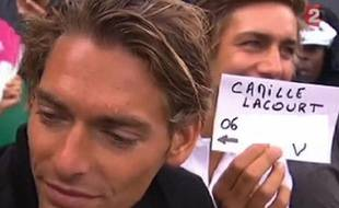 Capture d'écran de Camille lacourt pendant son interview sur France 2.