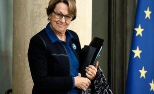 La ministre de la Fonction publique Marylise Lebranchu quitte le palais de l'Elysée après le conseil des ministres, le 5 novembre 2015 à Paris.