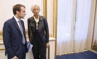 Le ministre français de l'Economie Emmanuel Macron et la patronne du FMI Christine Lagarde à Paris le 17 octobre 2014