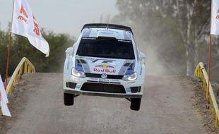 Le Français Sébastien Ogier s'est pratiquement maintenu en tête pendant toute la première journée du Rallye du Mexique, 3e manche du Championnat du monde WRC, démontrant toutes les capacités de sa Volkswagen Polo R qui faisait ses premiers tours de roues en compétition officielle sur terre.