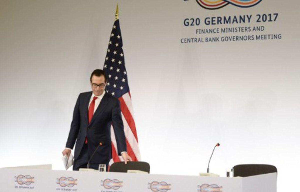 Le secrétaire au Trésor américain, Steven Mnuchin,  arrive à une conférence de presse au G20 de Baden-Baden, en Allemagne, le 18 mars 2017. – THOMAS KIENZLE / AFP