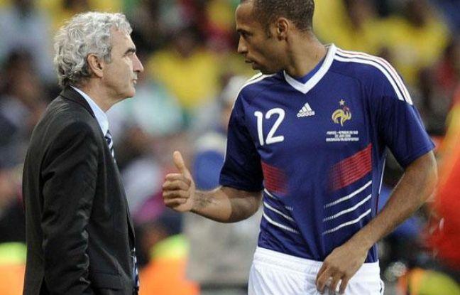 Raymond Domenech et Thierry Henry à Bloemfontein, le 22 juin 2010.