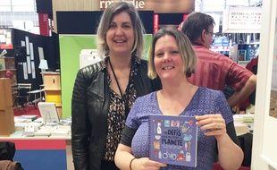 Claire Turan (à gauche) et Sophie Frys, au salon du livre de Paris 2019.