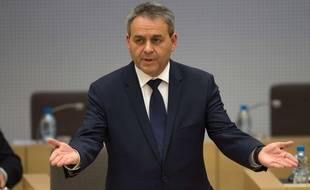 Xavier Bertrand dans l'hémicycle du conseil régional du Nord-pas-de-Calais-Picardie.