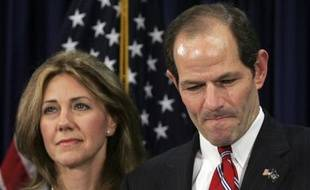 """New York Governor Eliot Spitzer addresses the media with his wife Silda Wall Spitzer at his office in New York, March 11, 2008. Spitzer apologized to his family for a """"private matter"""" on Monday but made no reference to a New York Times report that he may have been linked to a prostitution ring. """"I failed to live up to the standards I set up to myself. Now I stand to regain the trust of my family,"""" Spitzer told a packed room of reporters in New York City. He said nothing about possibly resigning. He said nothing about possibly resigning. REUTERS/Shannon Stapleton (UNITED STATES)"""