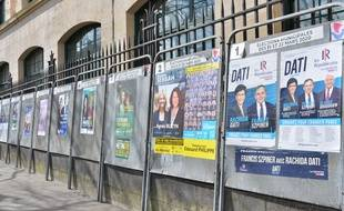 Affiches municipales à Paris.