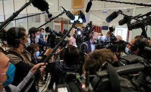 Certaines caméras restent toutefois en dehors de la salle d'audience lors du procès Charlie.