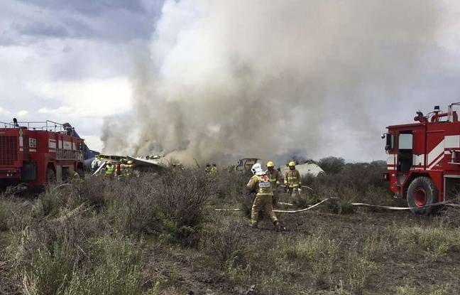 Mexique: Un avion s'écrase au décollage avec 100 personnes à bord, tout le monde aurait survécu