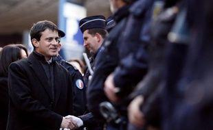 """Le Figaro parle mardi d'une """"explosion des crimes et délits"""" en novembre tandis que le ministre de l'Intérieur Manuel Valls, interrogé par le journal conservateur, insiste sur une réforme du mode d'évaluation de la délinquance."""