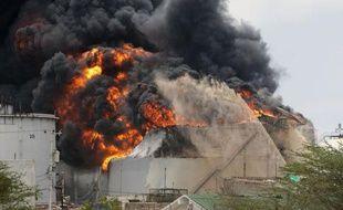 La fuite de gaz ayant provoqué une explosion qui a fait 48 morts dans la principale raffinerie pétrolière du Venezuela suscite nombre de critiques sur le manque d'entretien et d'investissement concernant les installations de la compagnie nationale PDVSA.