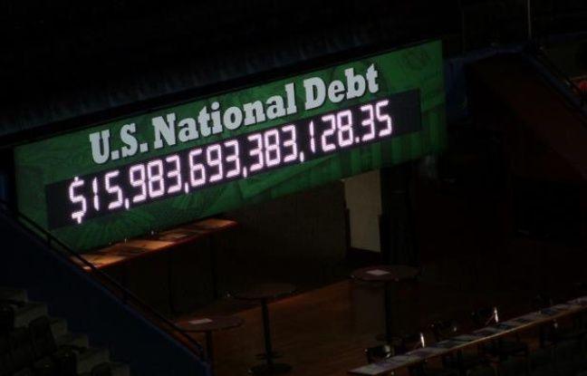 L'horloge de la dette défile lors de la Convention républicaine, à Tampa.