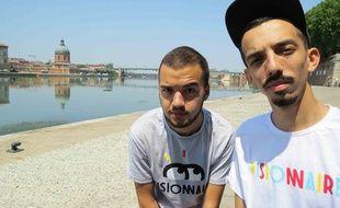 Olivio et Florian, les deux frères du groupe Bigflo & Oli, à Toulouse.