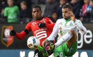 Oussama Tannane (à droite), ici opposé au défenseur rennais Ludovic Baal lors d'une défaite (0-2) en Bretagne.