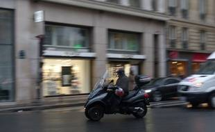 Le 17 novembre 2014, illustration d'un scooter dans la circulation.