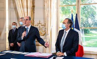 Jean Castex lors de la signature de l'accord avec les Régions, ce jeudi à Matignon.