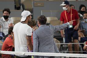 Le match entre Berrettini et Djokovic a dû être arrêté pour pouvoir évacuer les spectateurs du Chatrier à 23 heures.