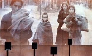 Une photographie projetée sur un mur du musée-mémorial du camp de Rivesaltes, dans le sud de la France, le 5 octobre 2015
