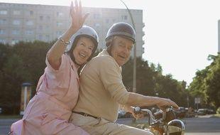 Un résident de maison de retraite fugue pour un rendez-vous romantique. (Illustration)