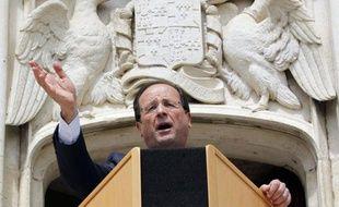 """Le candidat PS à la présidentielle François Hollande a répété mercredi qu'en cas de victoire il réexaminerait avec le secteur de la restauration le dispositif de TVA réduite à 7%, et qu'il le supprimerait si au bout d'un an """"il n'y a pas les contreparties souhaitées"""""""