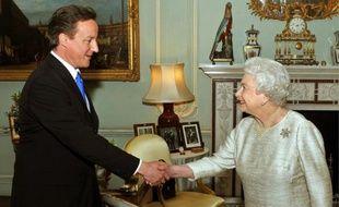 David Cameron, lors de sa rencontre avec Elisabeth II, au palais de Buckingham.