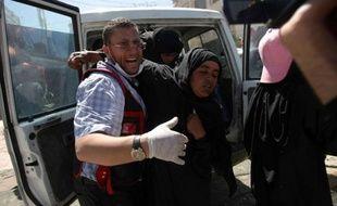La trêve à Sanaa entre partisans et adversaires du président Ali Abdallah Saleh a volé en éclats mardi alors que les violences ont fait dix tués dans la capitale et à Taëz, dans le sud-ouest, selon des sources médicales.