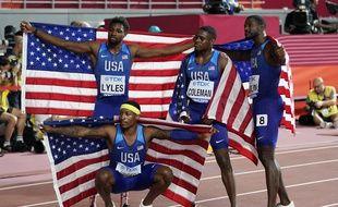 L'équipe américaine vainqueur du 4x100 m, à Doha, le 5 octobre 2019.