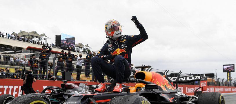 Max Verstappen remporte son premier Grand Prix de France sur le circuit Paul Ricard.
