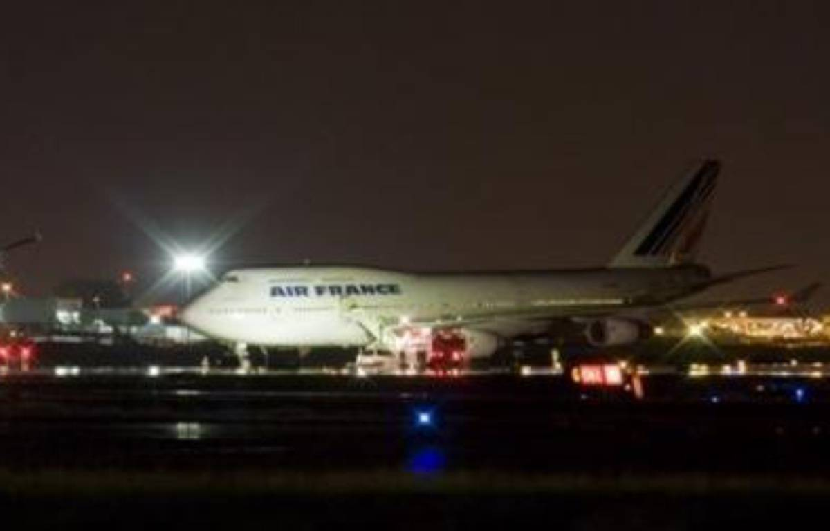 Un Boeing 747-400 de la compagnie Air France en provenance de Paris est partiellement sorti de piste à son atterrissage mardi soir à l'aéroport Pierre-Elliott Trudeau de Montréal, sans faire de blessés ni de dégâts majeurs, ont indiqué les services de l'aéroport et la compagnie. – David Boily AFP
