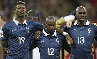 Pogba, Diarra et Mangala, très émus pendant les hymnes, le 17 novembre 2015 à Wembley.