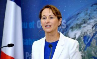 La ministre de l'Ecologie Ségolène Royal lors d'une conférence de presse à Paris le 30 septembre 2015