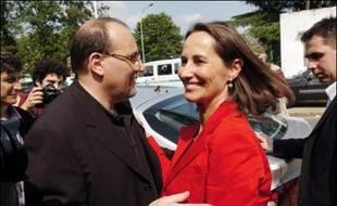 """Julien Dray, porte-parole du PS et proche de Ségolène Royal, a estimé dimanche que le """"tout sauf Ségolène"""" au parti socialiste n'avait """"jamais cessé""""."""