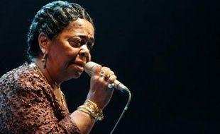 La chanteuse cap-verdienne Cesaria Evora qui devait effectuer une tournée européenne à partir de fin juin, a annulé ses concerts sur le conseil de son médecin, qui lui a prescrit trois mois de repos après un malaise, selon son producteur José da Silva.