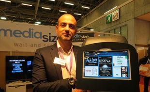 Hugues de Laubadère, fondateur de Médiasize, veut équiper les taxis parisiens d'écrans tactiles numériques.