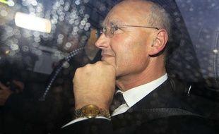 Sir Paul Stephenson quittant Scotland Yard à Londres, dimanche 17 juillet 2011.