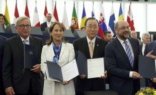 Jean-Claude Junker, Ségolène Royal, Ban Ki-moon et Martin Schulz (de gauche à droite), lors de la ratification par l'Union européenne de l'accord de Paris sur le climat.