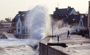 Illustration de la tempête, ici le 8 février 2016 à l'Ile Tudy, dans le Finistère.