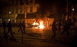 A Lyon,  l'ambiance a dégénéré en début de soirée aux alentours de la place Bellecour. Des échauffourées ont provoqué des mouvements de foule, les fumées incommodant des personnes dans le public.