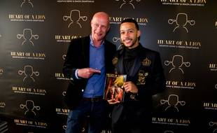 Simon Zwartkruis pose ici avec Memphis Depay, l'an passé, à l'occasion de la sortie de «Heart of a lion».