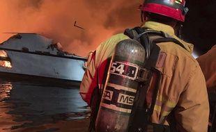 Un violent incendie s'est déclaré à bord d'un bateau de tourisme en Californie, le 2 septembre 2019.