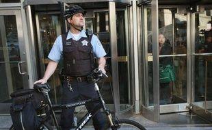 Trois militants arrêtés pour terrorisme projetaient un attentat contre le quartier général de campagne du président américain Barack Obama à Chicago, lors des manifestations organisées en marge du sommet de l'Otan de dimanche et lundi, a-t-on appris de source judiciaire.
