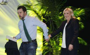 Matteo Salvini, chef de la Ligue, et Marine Le Pen, présidente du Front national, le 28 janvier 2016 à Milan