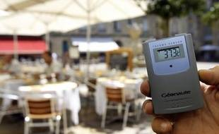 Le climat de la France pourrait se réchauffer de 3,8°C d'ici la fin du XXIe siècle, par rapport à la température actuelle, si l'augmentation des émissions de gaz à effet de serre (GES) se poursuit au rythme actuel, selon une étude rendue publique lundi par le CNRS.