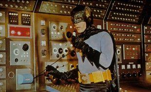 Adam West dans le rôle de Batman en 1966