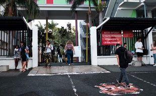 La Nouvelle-Calédonie est le premier territoire français à être entré en confinement adapté lundi 20 avril. Ici, le lycée Lapérouse, à Nouméa, où les cours ont repris le 22 avril.