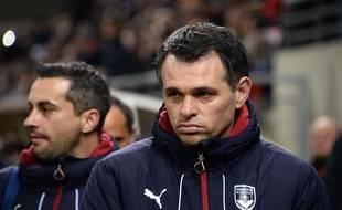 Willy Sagnol fait la moue alors que son équipe des Girondins de Bordeaux encaisse une nouvelle large défaite (1-4) à Reims, le 27 février 2016.