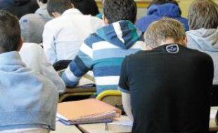 Des classes à 35 élèves au lycée.